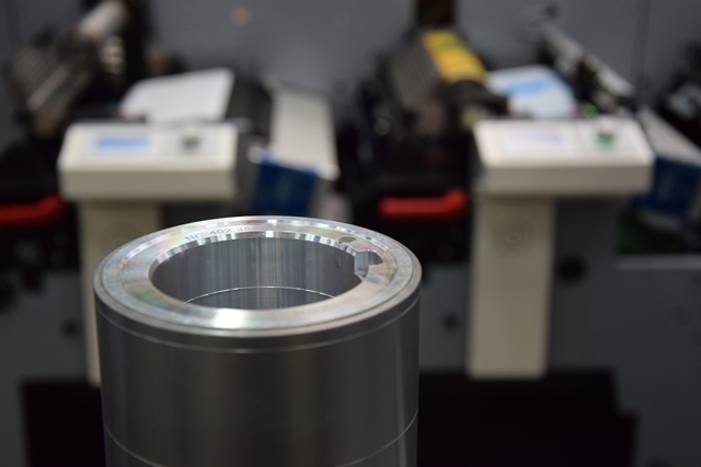 The new MPS E-Sleeve enables printers to generate predictable results at increased speeds, with guaranteed quality tolerances and more reliable production cost calculations_LR